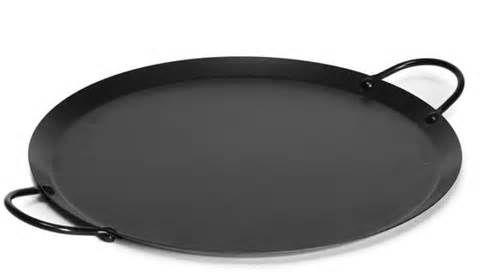 Comal: Disco delgado de barro sin vidriar o de metal que se usa para cocinar tortillas de maíz, tostar café o cacao, o asar cualquier tipo de alimento.