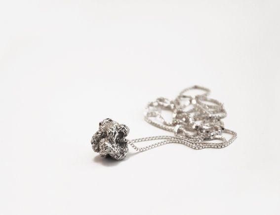 collier met knoop | mieke de been • sieraden