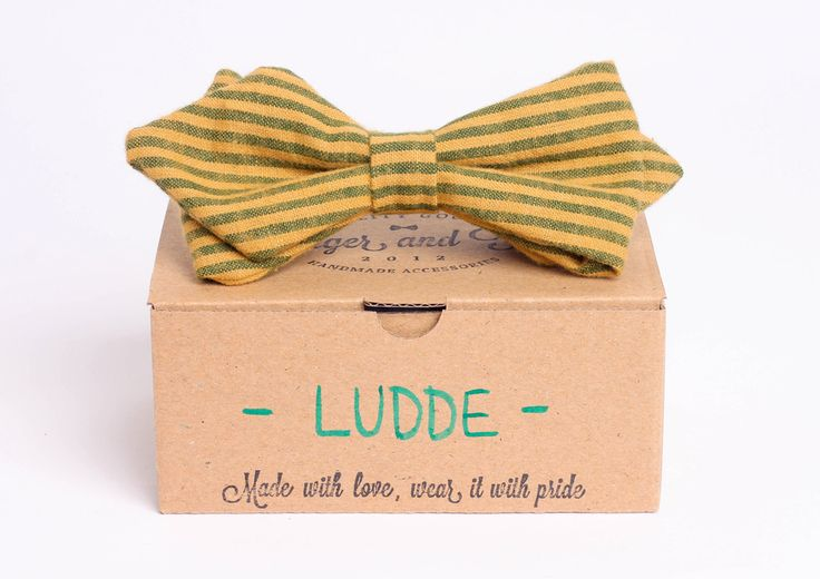 Yellow arrowhead bow tie