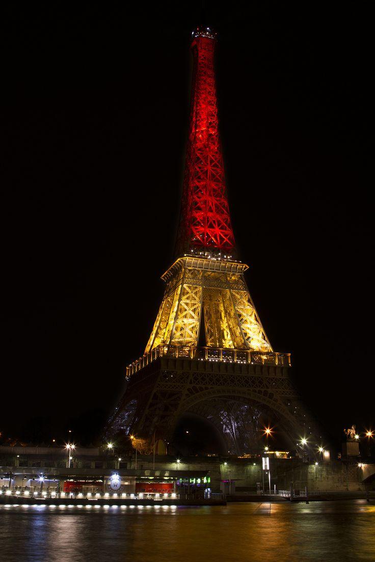 Hommage tribute la tour - Couleur de la tour eiffel ...