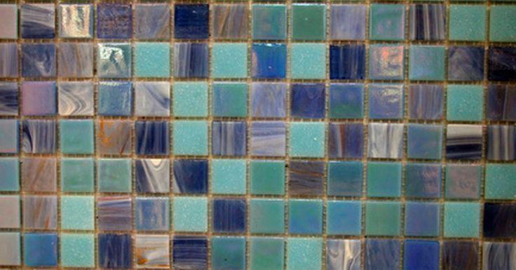 ¿Puede usarse un cortador de azulejos para cortar vidrio?. Las baldosas de vidrio, los vidrios teñidos, los mosaicos y otros productos de vidrio pueden ser utilizados para muchos de los mismos propósitos que otros materiales, incluyendo los azulejos. El vidrio es un material mucho más frágil, sin embargo, que tiene sus propias necesidades. Mientras que algunas herramientas para baldosas pueden ser ...