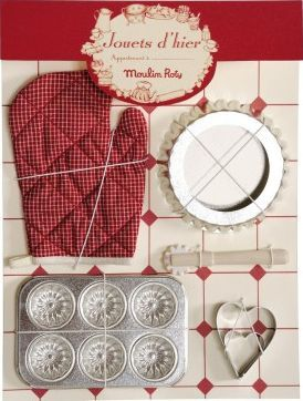 Moulin Roty Patisserie oven glove set `One size Details : 1 oven glove(s), 1 tart tin(s), 1 tin(s) for 6 individual cakes, 1 pastry cutter(s) Age : From 3 years old Fabrics : Wood, stainless steel, Cotton 36 x 27 cm. Hand wash only, Not suitable fo http://www.comparestoreprices.co.uk/january-2017-7/moulin-roty-patisserie-oven-glove-set-one-size.asp
