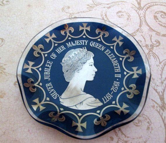 Vintage Trinket plat, la Reine Elizabeth II reine Jubilé d'argent, anneau plat en verre, reine souvenir, bleu plat en verre, la monarchie britannique, QE II