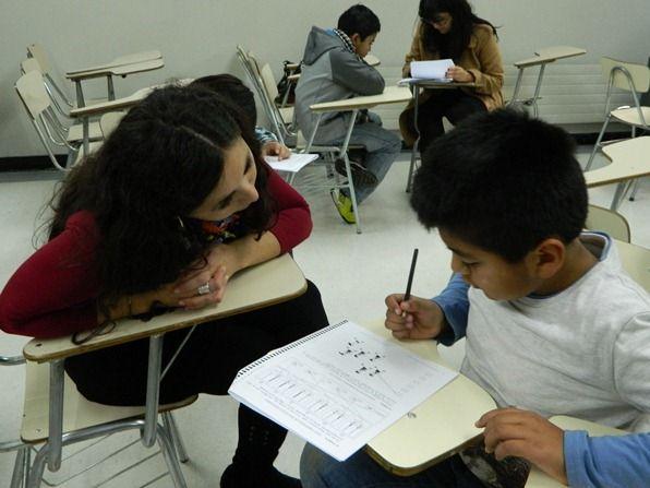 ¿cuáles son las áreas que evalúa un diagnóstico de psicopedagogía? Las veremos a continuación: •Área socio afectiva: Esto se enfoca en el entorno familiar, escolar y la dimensión personal. •Área cognitiva: Atención y concentración, memoria, lenguaje, pensamiento, psicomotricidad y percepción. •Área lectura y escritura: Calidad, velocidad, errores de la lectura y escritura, como también comprensión lectora, entre otras. •Área Cálculo: Comprensión de lenguaje matemático, manejo de operat