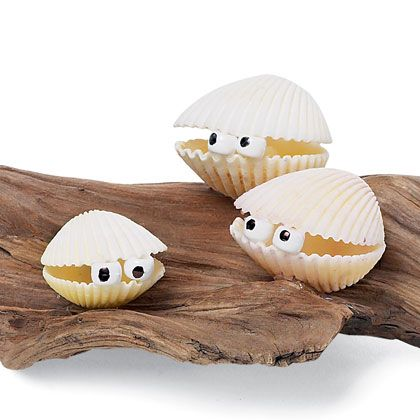 I ♥ {clams}         I'm thinking white chocolate shells, marshmallow eyes and little dots of black icing for an edible craft!