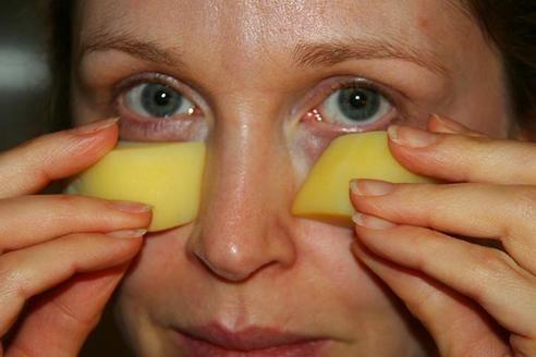La mayoría de la gente simplemente pasan por alto los sorprendentes beneficios de este aceite para el cabello y la piel, ya que lo ven ...