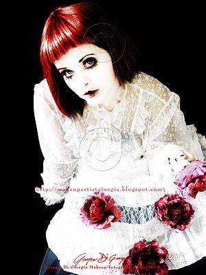 """make-up Bambola di Porcellana - Porcelain doll makeup  Make-up/fotografia/grafica di   Giorgia Di Giorgio  Mi sono poi ispirata alla metodologia della D'Alessandro per creare il trucco degli occhi :  """"tecnica - Palpebra chiara"""""""