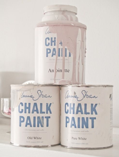 Annie Sloan's recipe/mixture for creating a light antique pink chalk paint: Antoinette, pure white & old white.