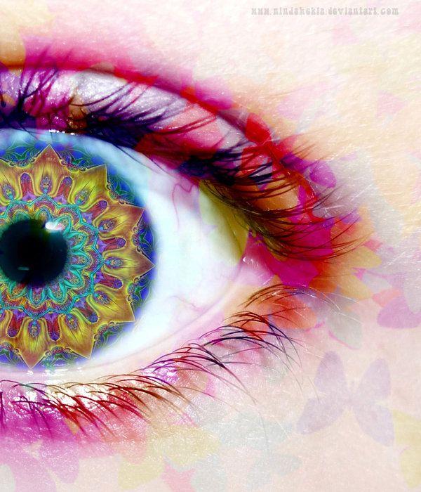Lucy in the sky...: Eye Colors, Bright Eye, Rainbows Colors, Kaleidoscopes Eye, Beautiful, Artsy Fartsi, Eyeart, Eye Art, Mandala
