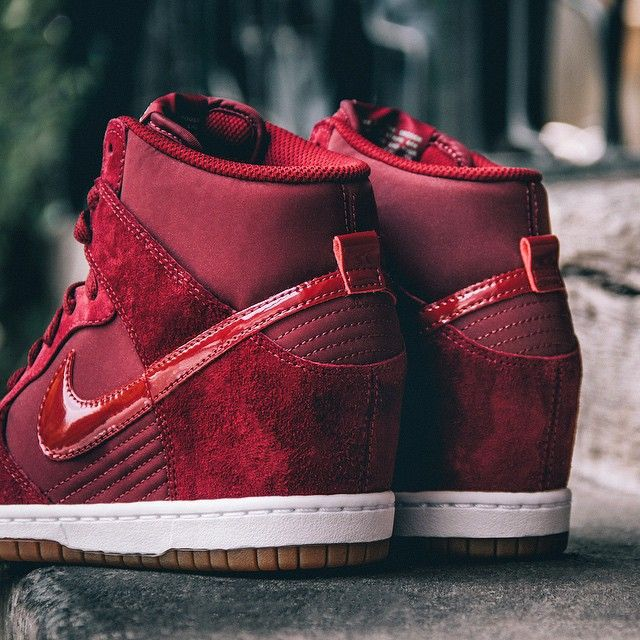 nike dunk sky hi essential in team red