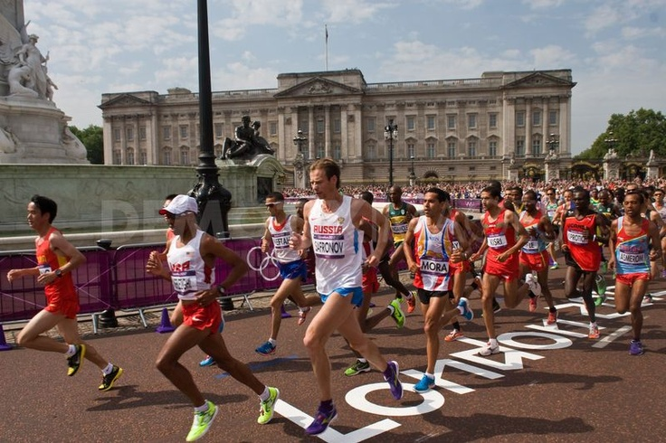 The main group of athletes pass the 2 mile mark in the Men's 2012 Olympic Marathon, with Buckingham Palace in the background.