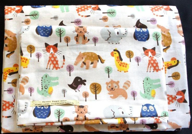 Babykamer dekbedhoes retro dieren.  Een Babycadeaublik original van ons eigen merk Retro Baby Shop: deze originele dekbedhoes voor de baby. Een hemeltje kan op bestelling gemaakt worden. Een origineel kraamcadeau voor de pasgeboren baby en voor een gezellige babykamer!    Op dit moment verkrijgbaar in 4 verschillende stoffen: uilenprint, vogelprint, vlinderprint of retro dierenprint.