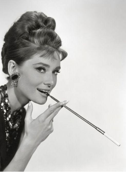 Audrey Hepburn Frisur Haarfarben Braun Audreyhepburnduttanleitung