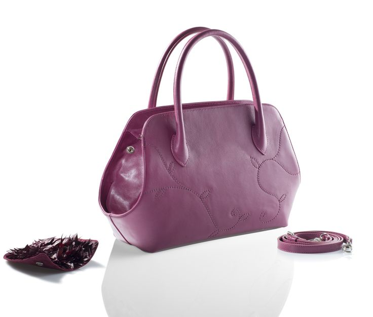 Magic! Bag with detachable and interchangeable stabilized decorations. You can choose between real Autumn Leaves and Lichen. Discover all the enchanting essences of the season on linfaglam.com  #handbag #bag #fall #autumn #purple #bags #borse #borsa #viola #autunno #autumntrends #trends #design #fashion #glam #madeinitaly #autumnbag#handmade #italian #moda #fw2016 #fall16