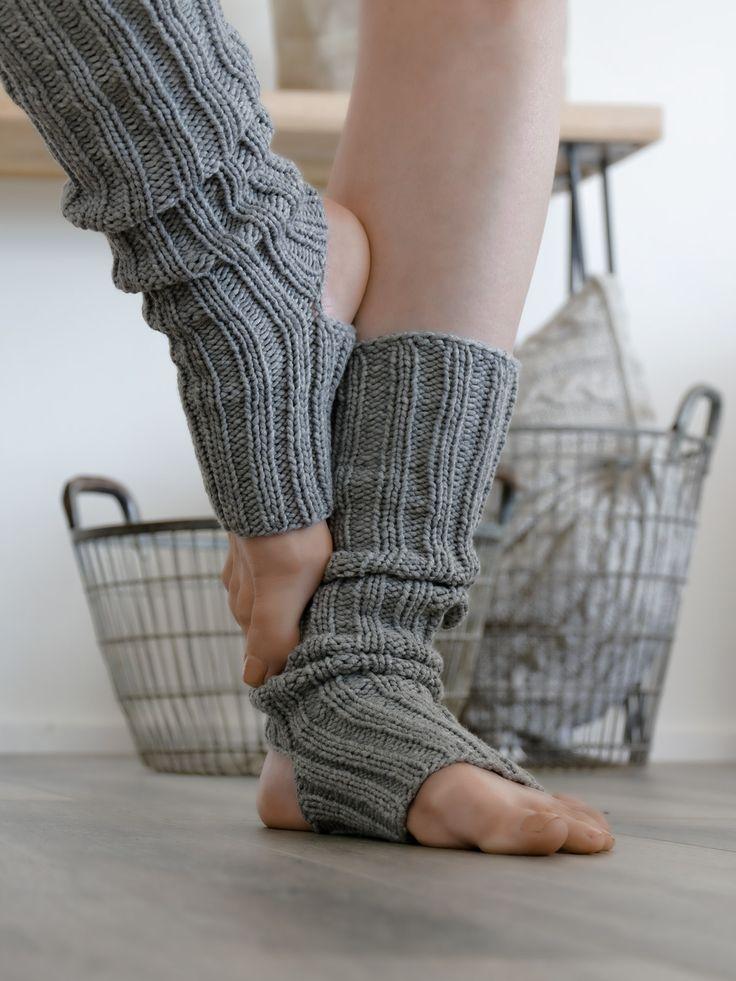 Jeder der mich kennt wird nun aufhorchen und sich fragen warum ich bitteschön Yogasocken stricke. Sport gehört nun wirklich nicht zu meinen besonderen Vorlieben, ich bin da eher faul. Will die wieder