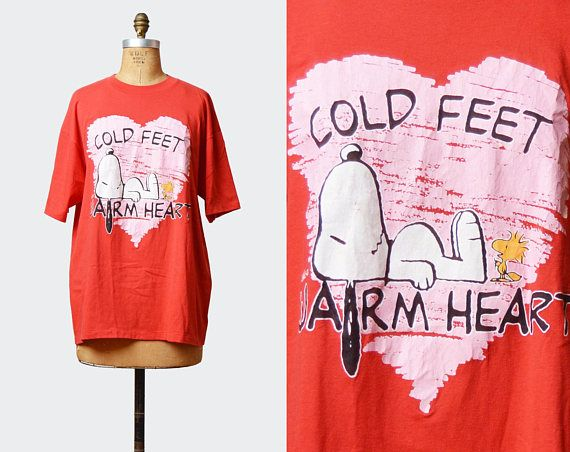 Vintage 80s Snoopy Shirt Charles Schulz Shirt Peanuts Heart Graphic TShirt / 1980s Cold Feet Warm Hearts Retro T Shirt Red Pink