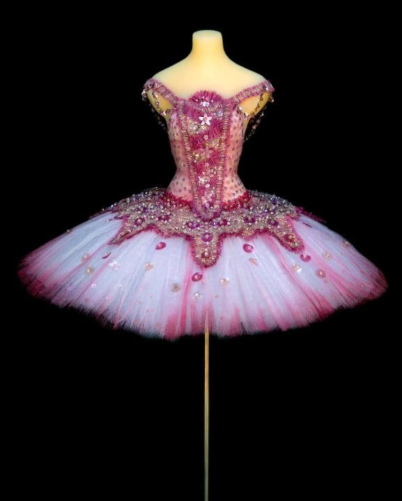 trying to convince myself I should get back in the bizz...and make some tutus...so pretty!