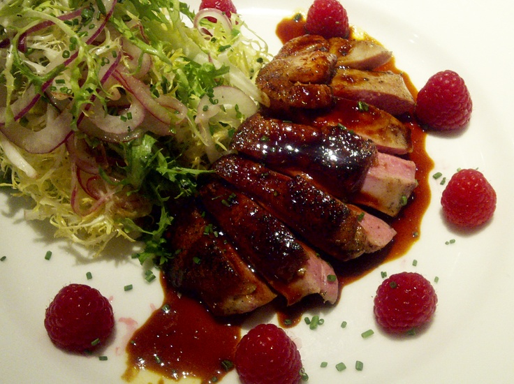#Dinner at Left Bank last night - roasted duck breast, baby frisée, raspberries, shaved onions, caramelized honey raspberry sauceLeft Banks, Caramel Honey, Ducks Breast, San Jose, Raspberries Sauces, Roasted Ducks, Baby Frisés, Honey Raspberries, Shaving Onions