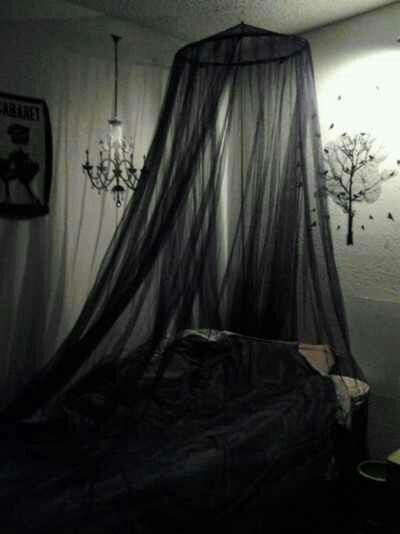 goth room - Goth Bedroom Decorating Ideas
