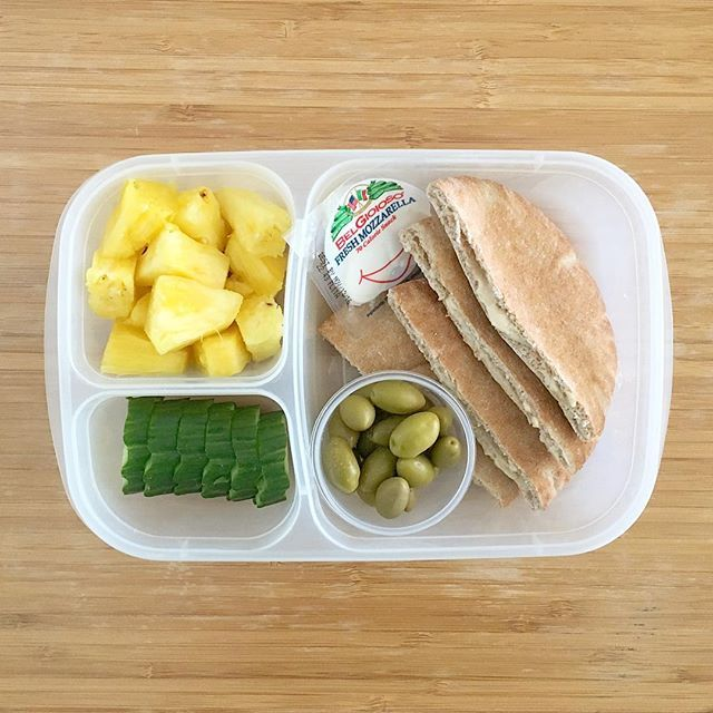 Our Mediterranean-themed lunchbox features mini whole wheat pita pockets filled with organic hummus (both at @sprouts), olives (Trader Joe's), @belgioiosocheese mozzarella cheese (@costco), pineapple, and cucumber slices. #lunch #lunchbox #lunchboxideas #lunchboxinspiration #settingupforsuccess #kidsloverealfood #realfoodrocks #easylunchboxes #goopyourlunchbox #rockthelunchbox #balance #danasdoseofwellness #danashafirwellness #belgioiosocheese #sproutsfarmersmarket #traderjoes