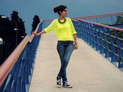 nightnonstop Outfit casual Primavera 2012. Combinar Camiseta Amarilla Primark, Joyas-Bisutería Azul oscuro/Noche Zara, Cómo vestirse y combinar según nightnonstop el 25-5-2012