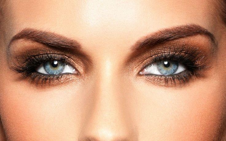 Kαφέ bronze Μακιγιάζ. Τα μάτια είναι ο καθρέπτης της ψυχή μας. Δείχνουν ότι και αν προσπαθούμε να κρύψουμε. Τονίστε τα για να μαγέψετε.