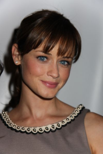 hair color, bang length, curly ponytail, natural makeup....love it all!  alexis bledel