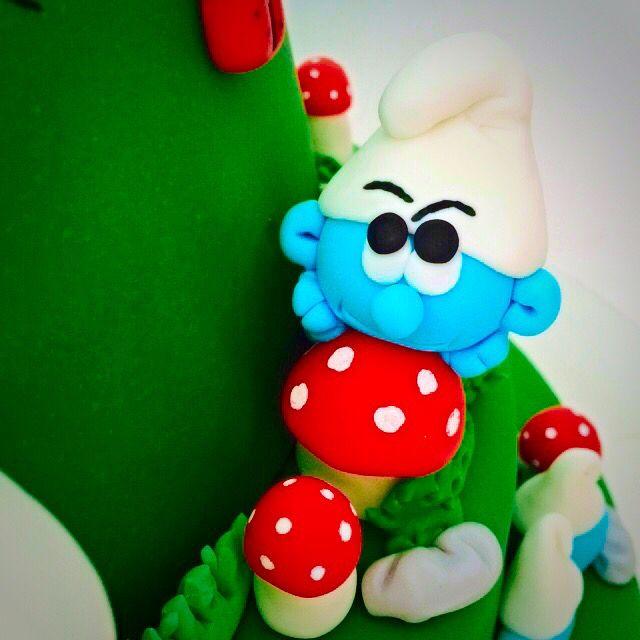 Sweet Smurf on birthday cake
