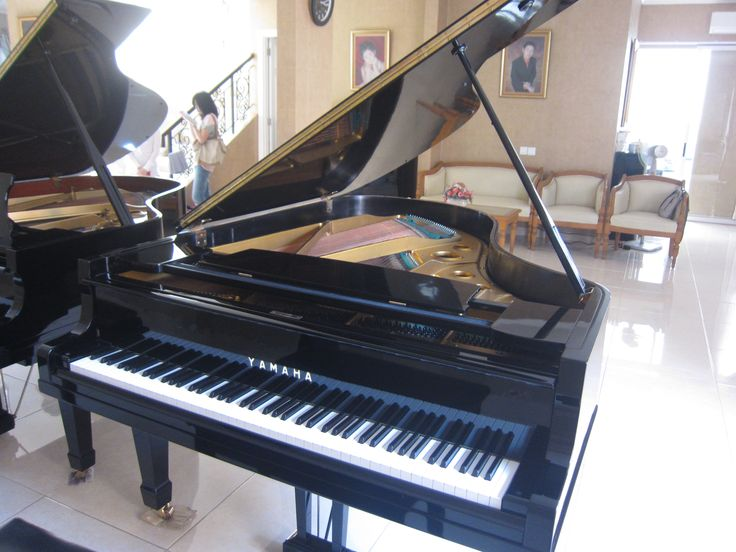 Yamaha G5 - Excellent Condition, Black, Second, Japan. Call for Price! 0812.938.0852/ Pin:23691ACB