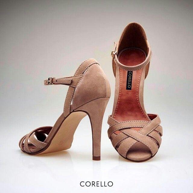 LADYLIKE LOOK   #Nude dá o tom em qualquer ocasião, seja no #look do dia a dia ou em produções mais formais, e cria um visual superfeminino. [Sandália Tiras Camurça Cód 0000426 R$239] #Corello #Sandália