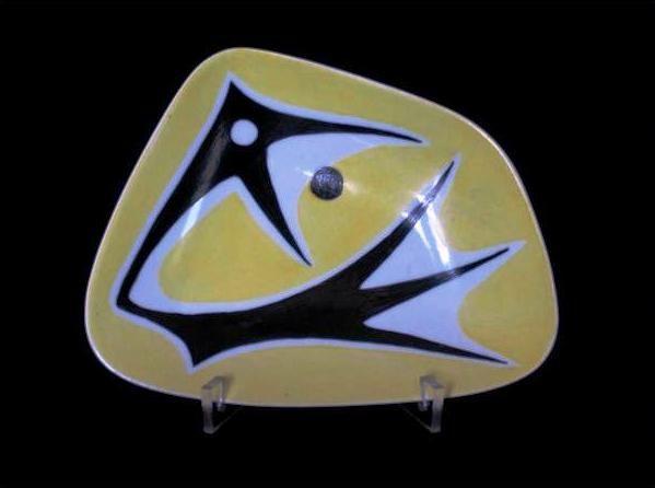 Tál (egyedi darab), 13 x 17 cm, Zsolnay gyár pajzspecsét  http://innogaleria.hu/termekek/keramia/torok_janos/sarga_fekete_sorozat.html