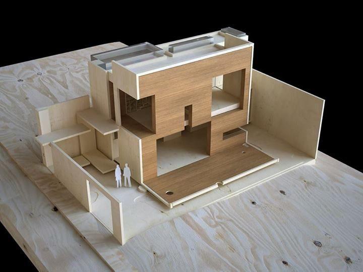 Diseño de vivienda unifamiliar, trabajo en madera balsa y caoba