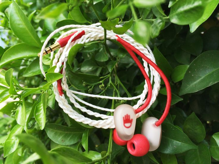 Jelly Ear of Joinhandmade is the very first handmade earphone in Vietnam. The sound quality is relly good with balanced armature drivers.
