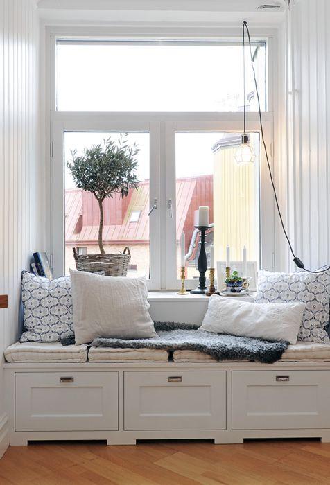 cute little nookDecor, Ideas, Bays Windows, Windows Benches, Windows Seats, Living Room, Reading Nooks, House, Window Seats