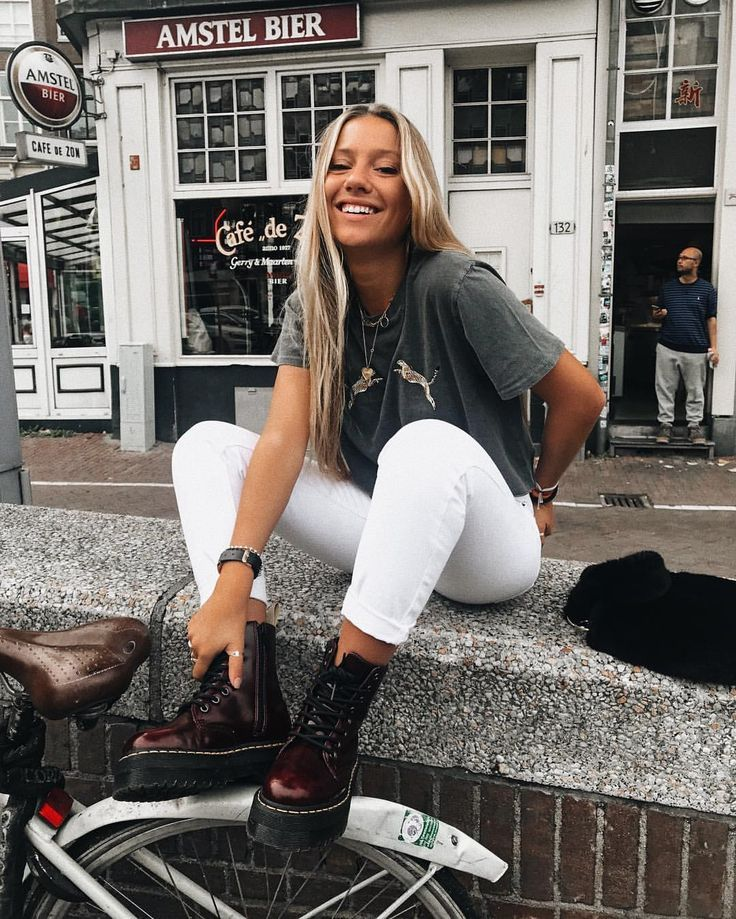 vintage tee, doc martens, white pants – casual fall outfit, winter outfit, style, outfit inspiration, millennial fashion, street style, boho, vintage,…