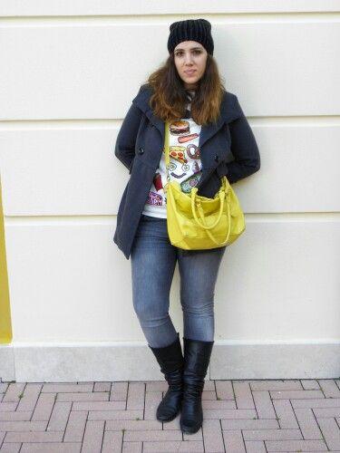 #newpost #newoutfit #fashion #fashionblogger #sweater #sheinside #jeans #hm #bag #coat #charget #italianfashionblogger http://angieclausblog.com/2015/02/20/un-vortice-di-colori-e-fantasie/
