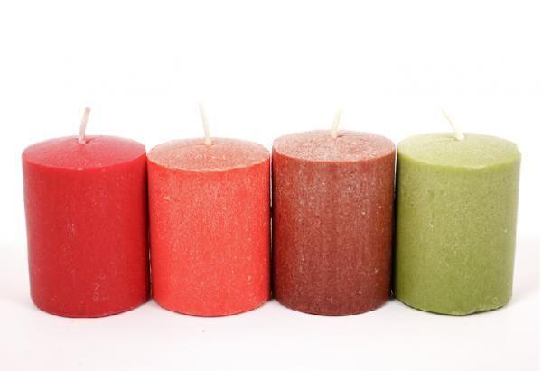 Cómo hacer velas artesanales. Las velas son un objeto muy común en todos los hogares, ya sea como decoración o iluminación. Existen una infinidad de tipos y diseños en el mercado, pero puedes conseguir tus propias velas personaliz...