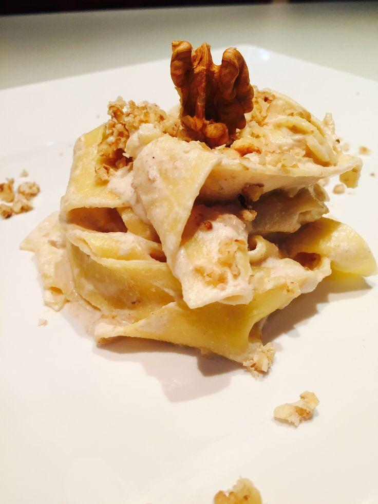Pappardelle  con sugo di noci e ricotta - Walnut and ricotta sauce spaghetti
