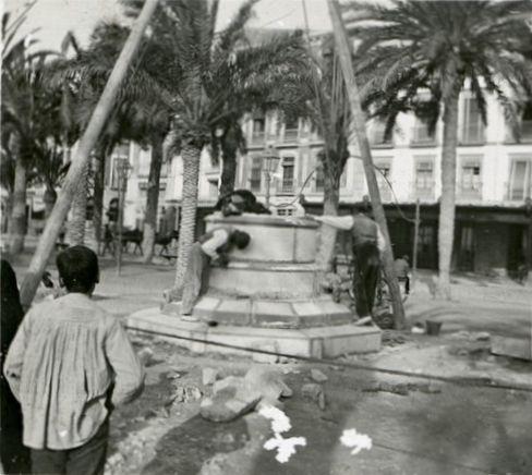 Monumento a los Mártires de la Libertad. Obras de instalación Año: 1907- Archivo Ayuntamiento. Colección: RAMÓN VIDAL IRLES