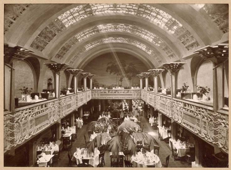 Walter Burley Griffin and Marion Mahony Griffin (archs), Kerr Bros., Interior view of the Banquet Hall with balcony and mural, Cafe Australia, Melbourne, 1916 (now demolished)
