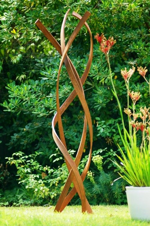 95 Rostige Gartendeko Ideen Fur Ein Bezauberndes Vintage Exterieur Wohnideen Und Dekoration Skulpturen Garten Gartenskulpturen Gartendeko Metall