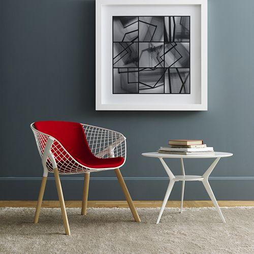 Kobi er en moderne mødestol, konference eller kantinestol. Fås i flere varianter og farver, perfekt til mødelokalet. Bliv inspireret her.