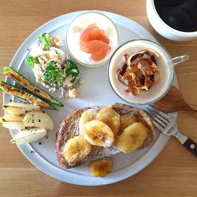 Instagram media keiyamazaki - Today's breakfast. French toast, Burdock Soup. ごぼうのポタージュ、おからのサラダ、おくらのマヨネーズ焼き、焼きかぶ、フレンチトースト。