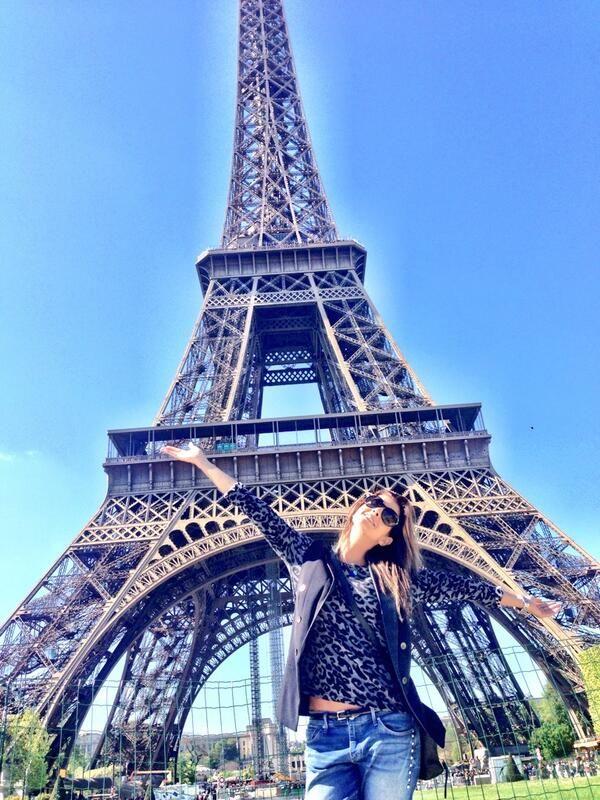 Carolina Cruz in Paris