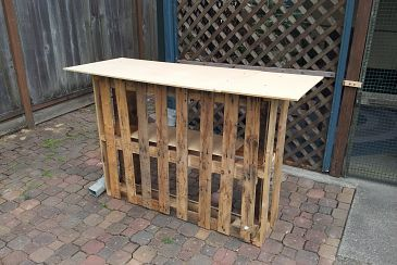 bar made from pallets....Ideas, Pallet Projects, S'More Bar, S'Mores Bar, Buildings, Tiki Bars, Pallets Bar, Diy, Pallets Projects