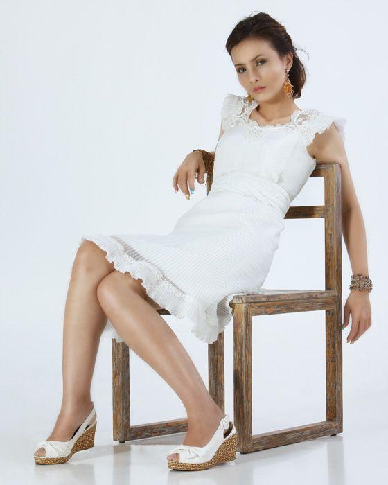 plain 6 Plain white dress to be dynamic style
