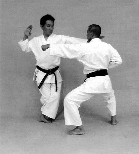 Ippon gumite: kōsa ashi, kaishu uke, shutō uchi