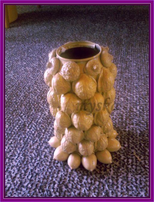 váza z plechovky od piva, skořápek ořechů a žaludů :-)