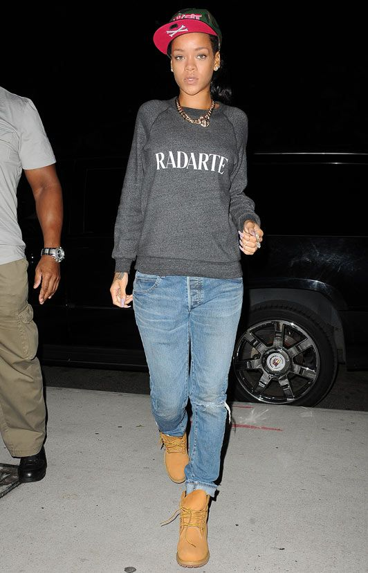 Rihanna outfits | GET OUTSIDE UPDATES HERE! Rihanna wears family-friendly outfit for ...