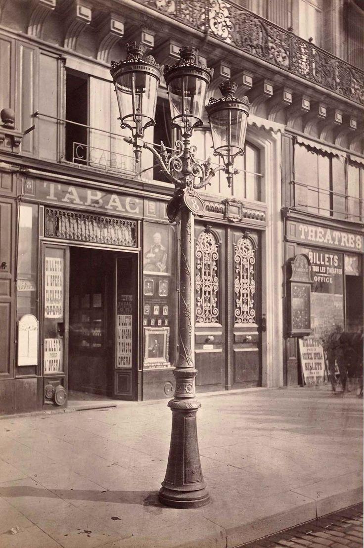 """""""Réverbère, place de l'Opéra"""", Paris, par Charles Marville, 1877-1878."""